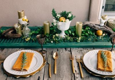 Use An Old Shutter For A Table Runner Dining Room Ideas Easter Decorations Repurposing Upcycling